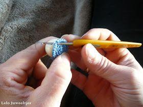 gehaakte juwelen, gehaakte arbmand, gehaakte ketting, gehaakte oorbellen, glaskralen, handwerk, Inez Falleyn