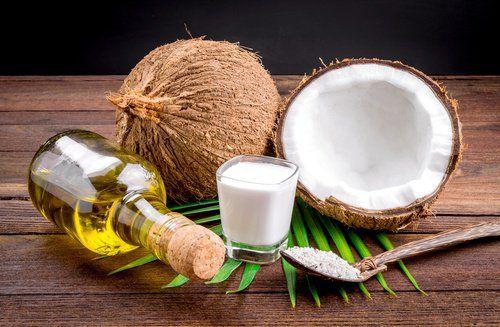 Jus de citron et lait de coco 5 Traitements à domicile pour lisser ses cheveux naturellement
