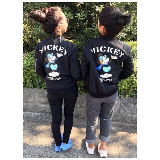 【miikomiiiko】さんのInstagramをピンしています。 《足元は2人ともUGG👟  @marcella26 に上半身デブすぎてやばめーいと言われた私だよ🐷  #双子コーデ #オソロコーデ #双子ちゃん #リンクコーデ #カップルコーデ #夫婦コーデ #リンクコーデ #twins #twinscode #ツインズコーデ #海 #サーフガール #プチプラ #SUP #サップ #スエットパンツ #サーフ #夫婦 #カップル #彼氏 #旦那 #ミッキー #mickey #ma1 #ダイエット #仕方が分かりません #デブ #足元倶楽部 #ugg #デブ》