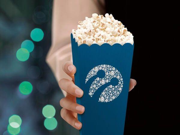 Turkcell, Platinum ile müşteri istediğinde ayağına kadar giden Platinum hizmet ekibi, Platinum müşterisine özel tarifeler, avantajlı yurtdışı teklifleri, ücretsiz havalimanı transferi, hediye sinema bileti ve birçok etkinlikte ayrıcalıklar ile müşterilerini ayrıcalıklar dünyasında hissettirmeyi amaçlıyor.