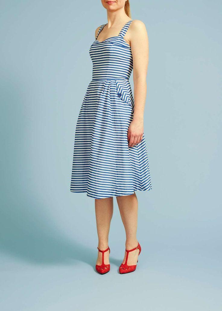 Fantastisk fin 50'er inspireret sommerkjole. Produktnavn: Pippa Dress - blue and white stripe