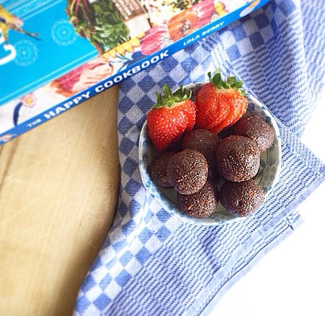 Delicious Nutella balls made using the recipe in The Happy Cookbook, by Lola Berry #nutella #strawberries #healthysnacks #lolaberry