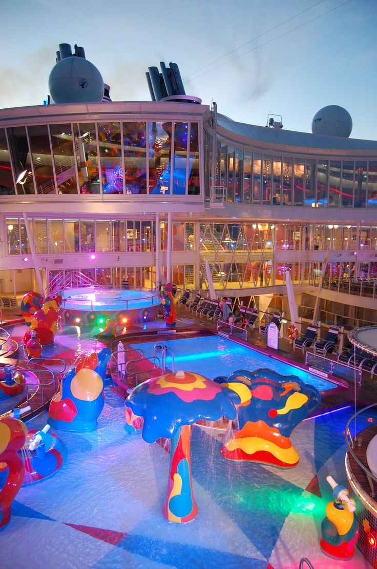 The beach pool on oasis of the seas cruise ship cruise critic - Pools At Dusk On Royal Caribbean S Oasis Of The Seas Family Time
