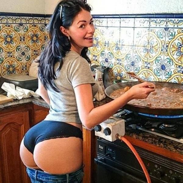 Naked In The Kitchen: Airplanes, Hotties, Hotrods