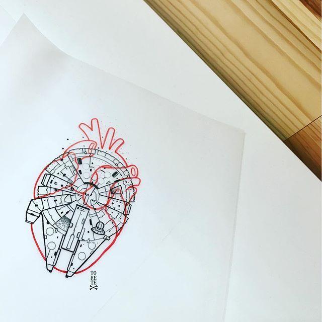 Cuando el halcón milenario te llega al corazón!! . . #halconmilenario #starwars #heart #truelove #love #guerradelasgalaxias #nave #space #tattoo #tattoos #tatuaje #tatuajes #ink #inked #tinta #black #red #yeah #puntoscomono #torete #toretestyle #toreteheart #toretetattoo #tsunamitattoo #ole #starwarsfan #olequeole