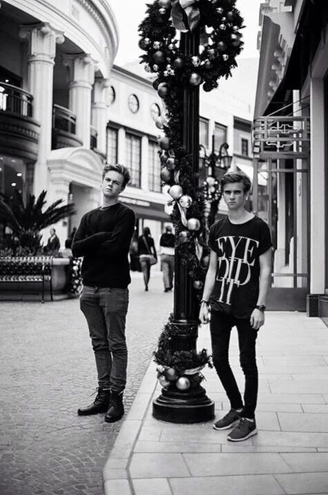 caspar Lee and joe Sugg; MODEL MATERIAL #thatcherjoe #joesugg #perfection