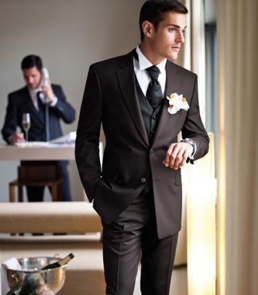 Свадебный костюм жениха дорогой