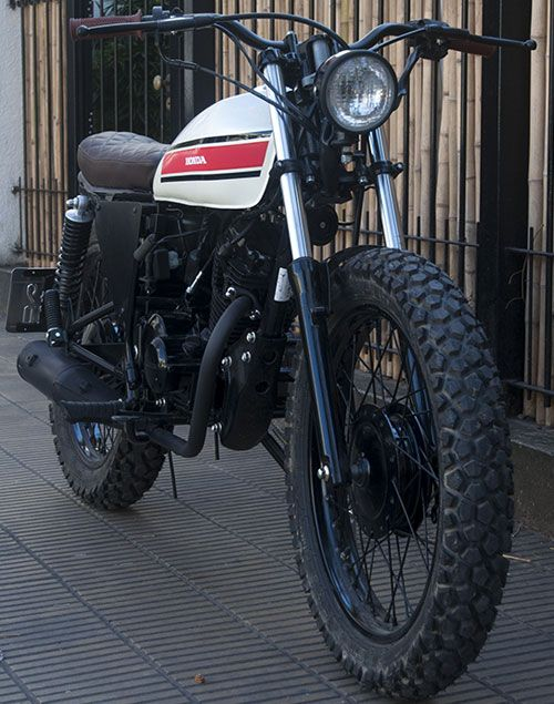 Moto Honda CB1 0 km. street tracker, all painted fire, aluminum scales, metzeler enduro 1 covers, aluminum handle, all spare parts new …
