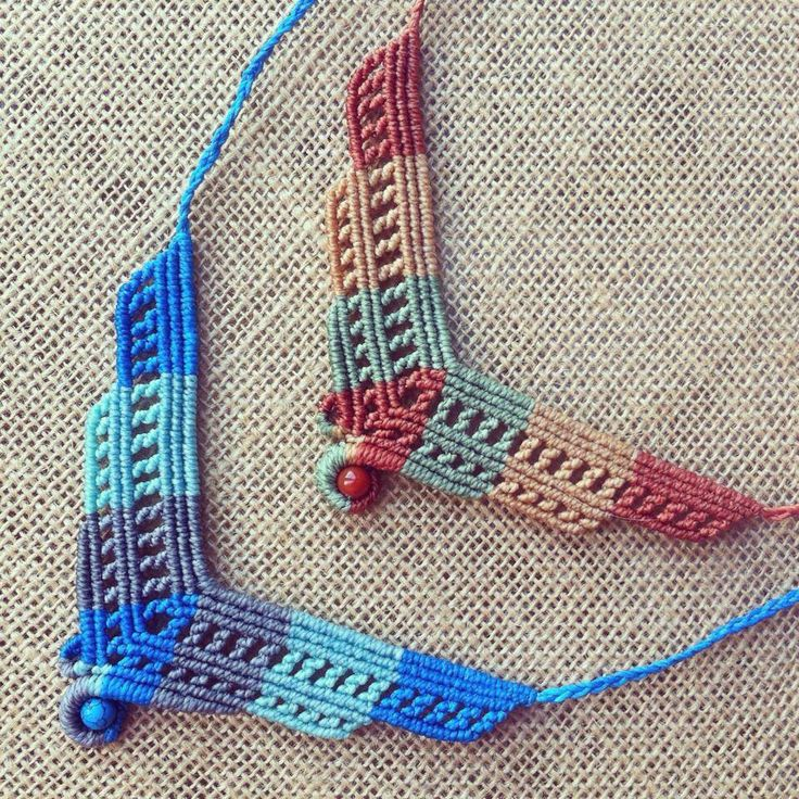 Collares macrame-- uses the header technique from the Needlework book!