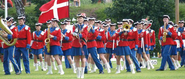 Det er her jeg arbejder. Jeg er dirigent og slagtøjslærer i Danehofgarden i Nyborg. Jeg er dirigent for deres tambourkorps, trommekorps m.m. Super fed underholdning de kan levere :)