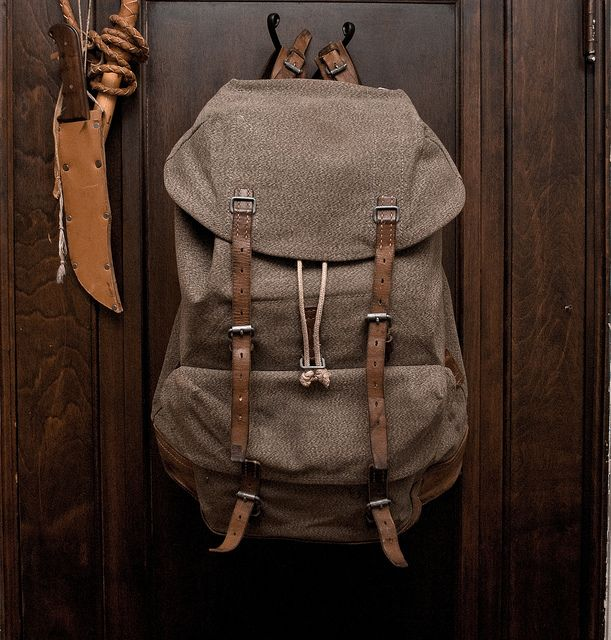 //\\ 1962 Swiss Army Rucksack ... Hmm. I wonder where Herschel Supply Company got their inspiration