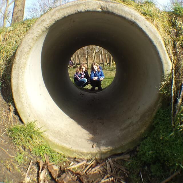 Kom nu langs op Stadslandgoed de Kemphaan Almere en beleef de natuur! Ga op avontuur in de bossen, bezoek het dierenopvangcentrum en overnacht op de camping