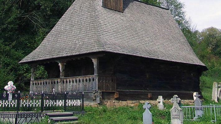 Biserica de lemn din Glod O călătorie virtuală prin Maramureş - galerie foto. Vezi mai multe poze pe www.ghiduri-turistice.info Sursa : http://ro.wikipedia.org/wiki/Fișier:Biserica_din_Glod.jpg