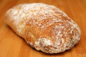 После появления хлеба без замеса у многих людей практически одновременно возникла мысль, что это тесто идеально подходит для чиабатты. Они, конечно, были…