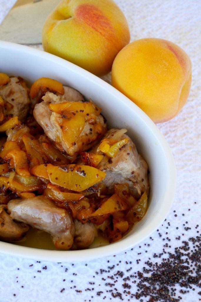 Spezzatino di maiale alle pesche con semi di senape