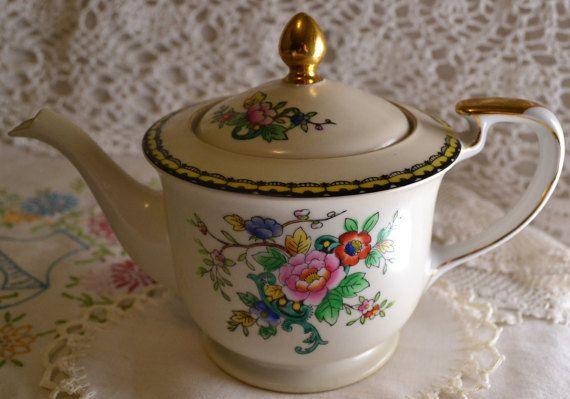 Antique Noritake Tea pot   Handpainted high quality teapot