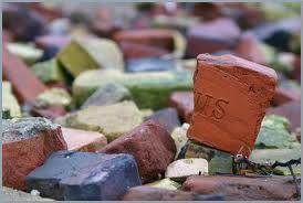 Holnis ziegel, Stranden ved holnis er fuld af gamle kasserede murbrukker fra teglværket.