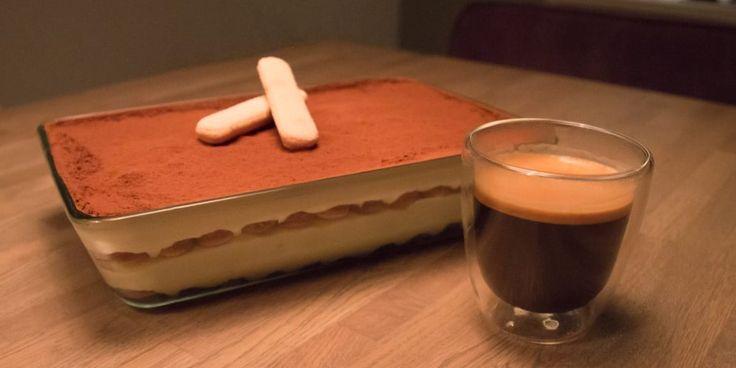 Tiramisu is een heerlijke combinatie van koffie, mascarpone en slagroom. Dennis deelt zijn geheime tiramisu recept met jou, alleen voor echte koffielovers!