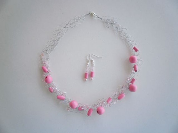 Pink Wooden Bead Necklace & Earrings by JoTheGreek on Etsy.
