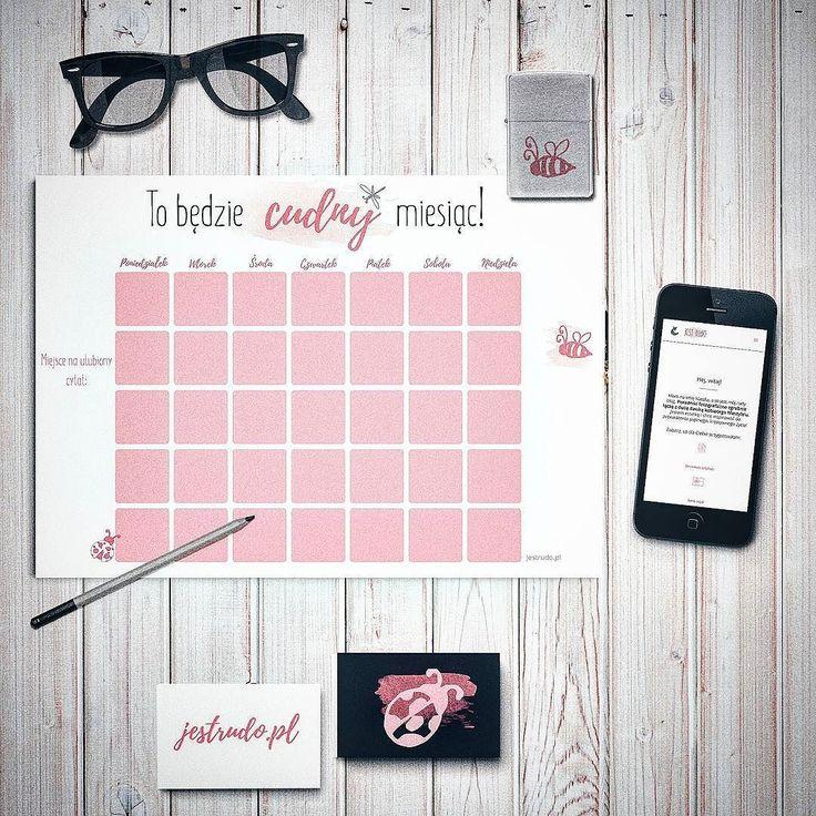 Kochani! Mam dla Was coś ekstra - zestaw planerów żeby się ogarnąć  Grafiki są do samodzielnego druku i znajdziecie je w najnowszym wpisie na www.jestrudo.pl  Jest też instrukcja drukowania i info jak zgarnąć cashback jeśli planujecie akurat zakup drukarki. To co widzimy się na blogu?? :) #mockup #planner #calendar #flatlay #epson #glasses #iphone #card #pencil #photooftheday #instamood #vsco #vscocam