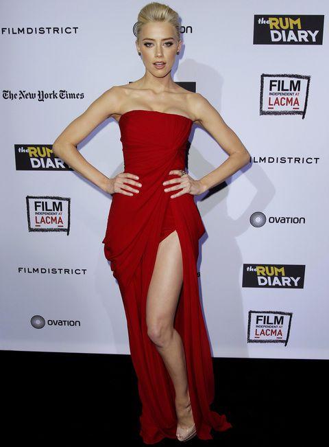 Aunque cuando quiere también presume de cuerpo con diseños como este vestido…