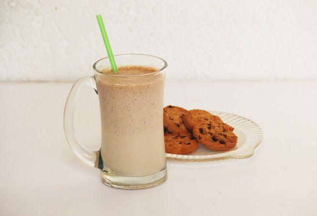 Blender Milkshake Recept: Koekjes Monster Milkshake. Pak je favoriete koekjes (of de laatste uit het pak) en maak een lekkere milkshake