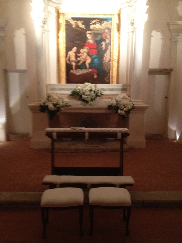Chapel altar Santa Maria a Pigli. Design by The Lake Como Wedding Planner #lakecomo #wedding #weddingplanner