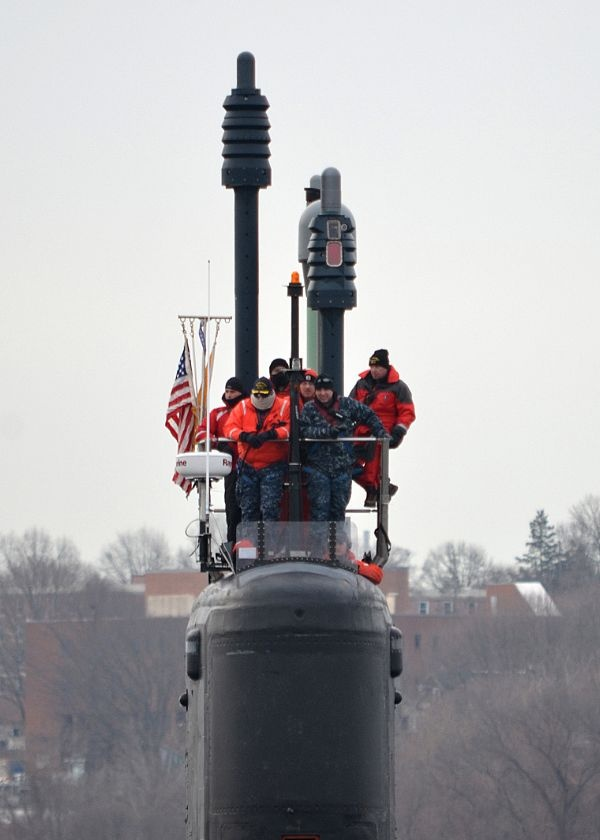 The Virginia-class attack submarine USS New Mexico (SSN 779) transits the Thames River.