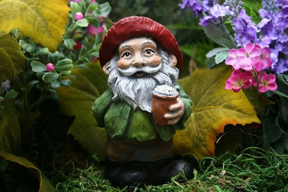 I'm not a huge fan of gnomes. But a beer drinking gnome, that's a different story