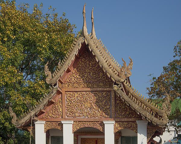 2013 Photograph, Wat Sri Don Chai Phra Ubosot Gable, Tambon Chang Khlan, Mueang Chiang Mai District, Chiang Mai Province, Thailand. © 2013.  ภาพถ่าย ๒๕๕๖ วัดศรีดอนไขย หน้าจั่ว พระอุโบสถ ตำบลช้างคลาน เมืองเชียงใหม่ จังหวัดเชียงใหม่ ประเทศไทย
