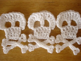 steel & stitch: Crochet pirate bunting - add to a touque for the boys for Christmas some year :)