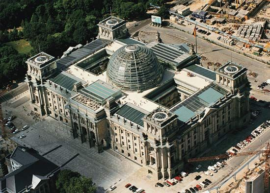 Photograph:After German reunification, the Reichstag in Berlin once again became a parliament building in 1999.