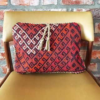 A little something special from Pakistan🎉Hand loomed Kilim cushion cover ❤️ Love the tassel detail 😍 #handloom #kilim #cushion #cover #tassels #boho #inspired #homedecor #capetown #southafrica  #freedelivery
