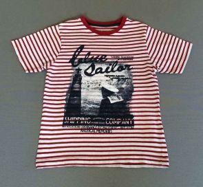 Mayoral. Camiseta rayas rojas con serigrafia