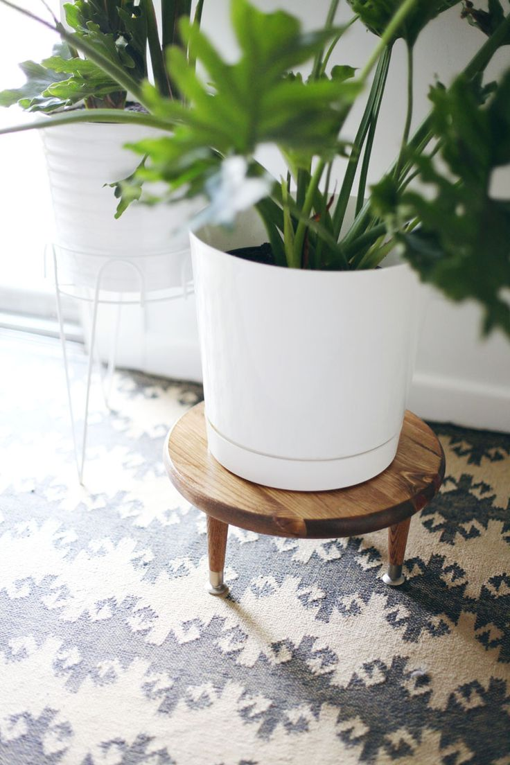 loving these wood and white modern plant stands / (Diy Wood Work Awesome)