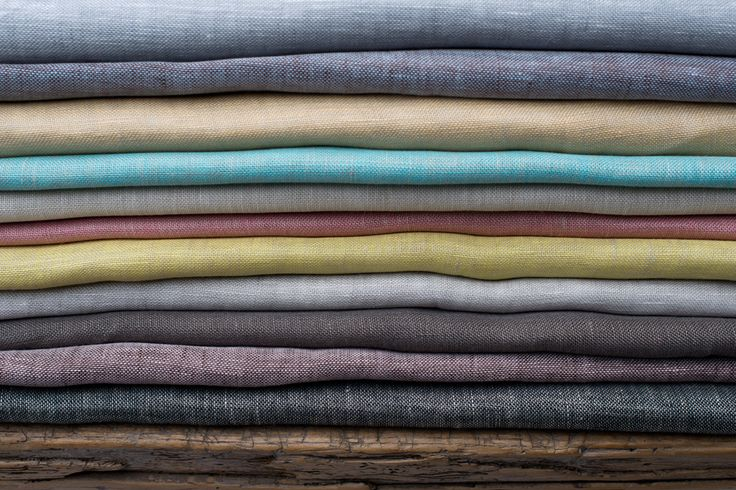 A few of all the colours of Venere. A straight and fine two toned linen voile.