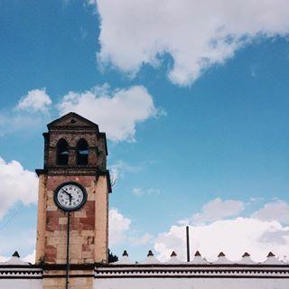 Iconos que en el inicio se vislumbraban como sueños lejanos. . | • Palacio municipal, Magdalena Yodocono de Porfirio Díaz, Nochixtlán, Oaxaca. ___ #VSCO #VSCOmex #VSCOcam #VSCOgrid #VSCOgram #Afterlight #mexicanoscreativos #Mexico #Travel #Oaxaca #Ig_Oaxaca #IgersOaxaca #VivaMexicoMX #PasionXMexico #mexico_great_shots #Loves_Mexico #DailyPhoto #Instagram #Ig_Mexico #Mexico_Maravilloso #Mextagram #Mexigers #Vive_Mexico #Icu_Mexico #Loves_VSCOLifeStyle #MEXICOLORS #Vive_Oaxaca #Clock #Sky…