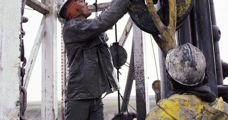 Cómo solicitar empleo en una plataforma petrolífera. Los empleos de este tipo se encuentran en plataformas petrolíferas en el mar. Hay una amplia variedad, pero se pueden dividir en las siguientes categorías: gestión y operaciones, ingeniería y científico, equipo de taladrado, equipo de perforación, restauración, mantenimiento, y transporte. Dependiendo de la fase de desarrollo, no todas las ...