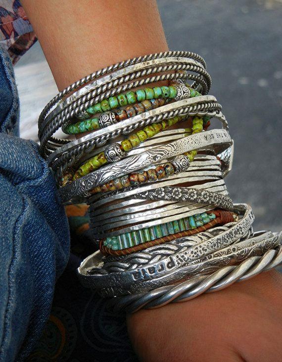 Manchet armband, zilveren Boho manchet armbanden stapelen: Unieke, ingetogen, nog niet zo opvallend, een van onze sterling zilveren manchetten zijn elegant genoeg om gedragen te worden met uw zwarte jurk voor een avondje uit op de stad, maar ook als geschikt voor een casual zon jurk of jeans. Een zoete weinig zilveren manchet stapelen armband is perfect op zijn eigen, maar ziet er geweldig gestapeld met uw favoriete armbanden & armbanden. Het zal zeker opvallen, zoals het door oxidatie is...