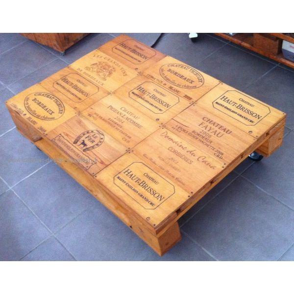 vend une table basse en palette et caisse de vinsur 4 roulettes dont 2 avec freintraitée chêne clair modèle unique fabriquée par mes soinsdimension :longueur 93cmlargeur 65cmhauteur 27cm