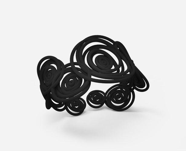 Il bracciale Hula Hoop è un gioiello icona dell'innovazione della stampa 3D e del made in Italy. #3dprintedjewelry #fashionjewelry #bracelet #black #bracciale #nero #stampa3d #madeinitaly #accessory #fashionista #3dprinting #SpazioRARO #RARO #HulaHoop