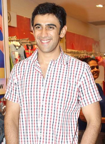 Amit Sadh leaves his female fans in utter confusion!