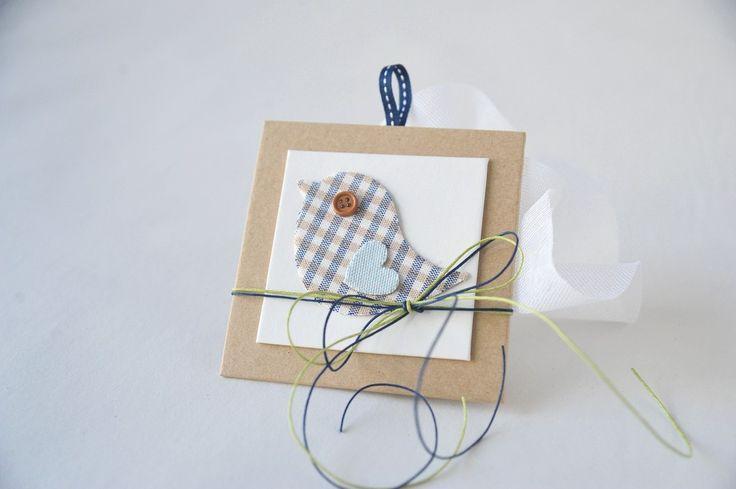 καδράκι με υφασμάτινο πουλάκι δεμένο σε μπομπονιεράκι από γάζα - craftroom
