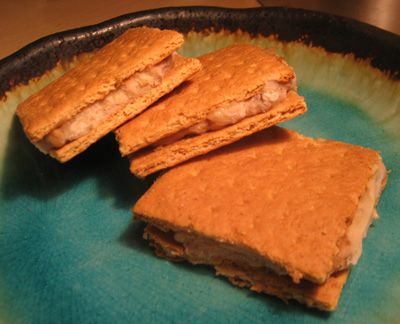 """SMUDGIES: Smashed Bananas & Peanut Butter mixed together and spread onto graham crackers, then frozen for a healthier """"ice cream"""" sandwich. YUM!"""