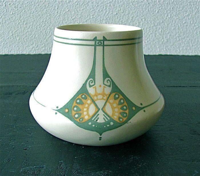 Online veilinghuis Catawiki: Plateelbakkerij de Distel Amsterdam - polychroom aardewerk vaas