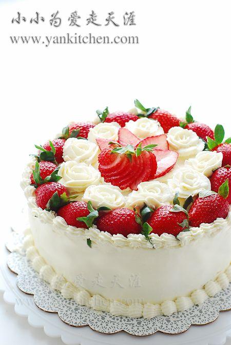 """Flower Cake """"yksinkertaisempi"""" mansikka kakku. Kukat tosin tekisin eritavalla. En usko että olen ihan noin hyvä..."""