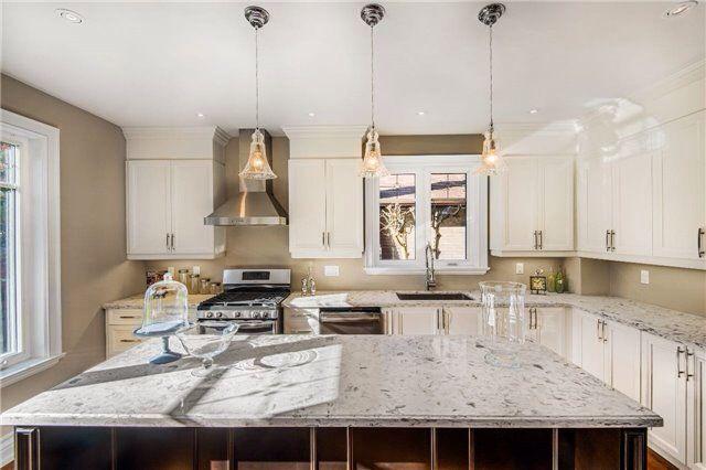 Gorgeous gourmet kitchen