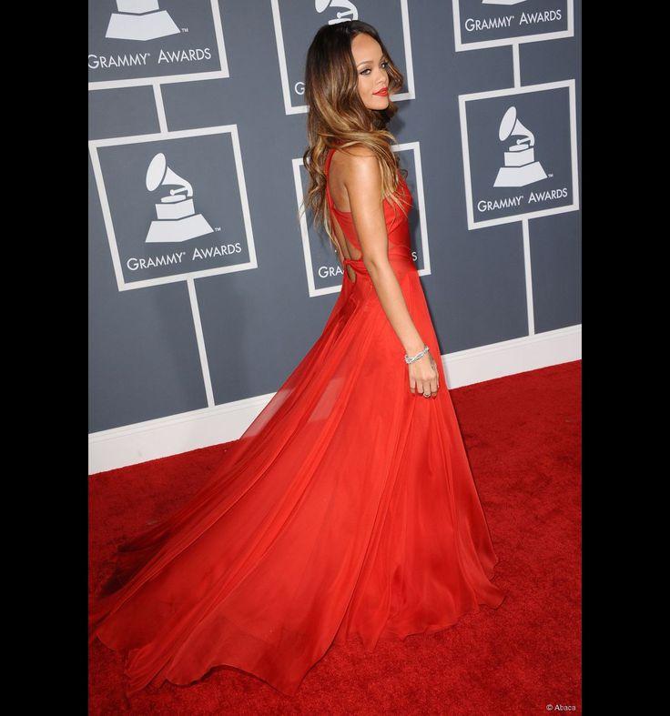 Rihanna sur tapis rouge... en robe rouge.