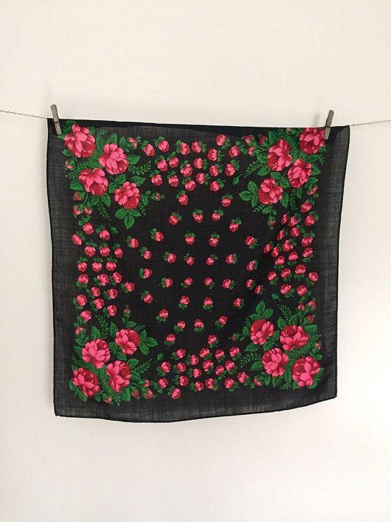 Russische omslagdoek met vintage bloemen sjaal door BabushkaSCARF