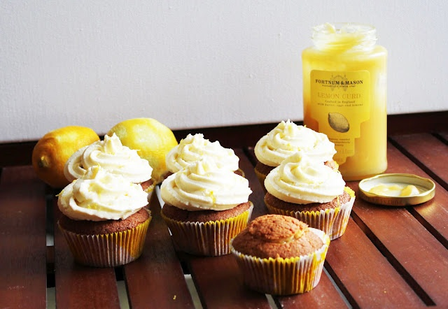 LEMON CUPCAKES W/ LEMON CURD FILLING AND CREAM CHEESE FROSTING